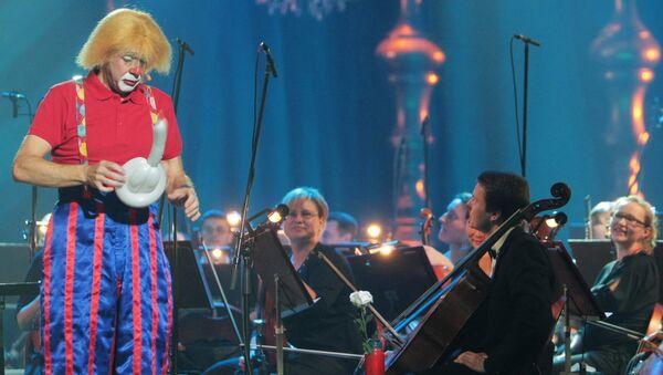 Единственный в мире клоун-дирижер Мелвин Тикс выступает на сцене Театра оперы и балета Санкт-Петербургской государственной консерватории имени Римского-Корсакова