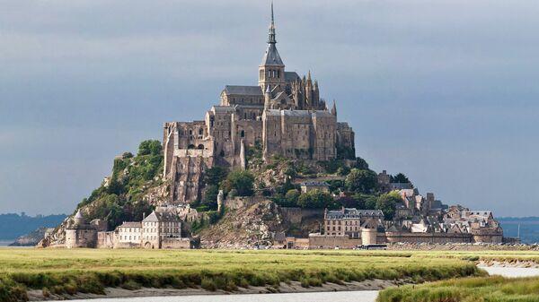Мон-Сен-Мишель на северо-западном побережье Франции