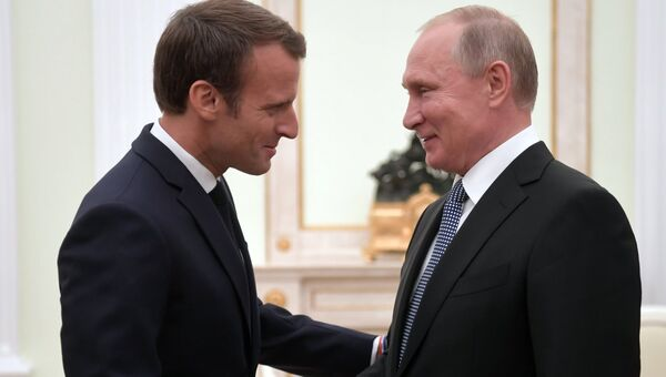 Владимир Путин и президент Франции Эммануэль Макрон. Архивное фото