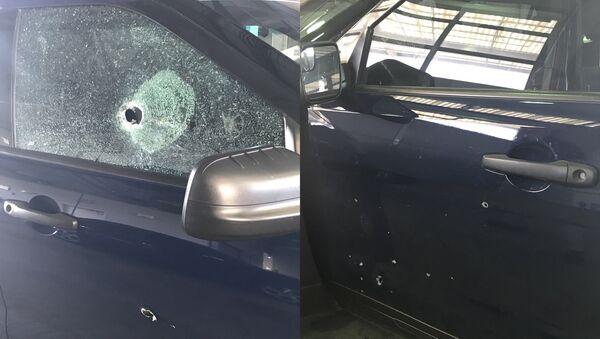 Следы обстрела, произошедшего  в американском городе Канзас-Сити, на машине внутри, которой находились полицейские. 16 июля 2018