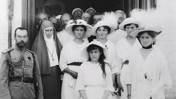 Фотография царской семьи в Музее памяти представителей Российского Императорского Дома Напольная школа в городе Алапаевске