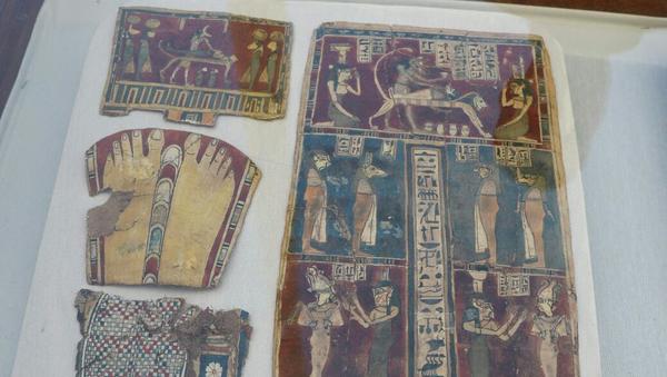 Ткани, покрытые инструкциями по мумификации