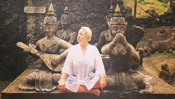 Теона Контридзе в саду Будды, Индия