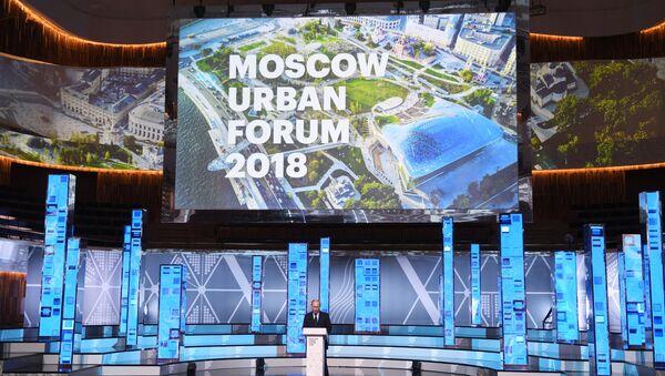 Президент РФ Владимир Путин выступает на Московском урбанистическом форуме. 18 июля 2018