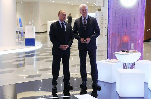Президент РФ Владимир Путин и мэр Москвы Сергей Собянин на Московском урбанистическом форуме. 18 июля 2018
