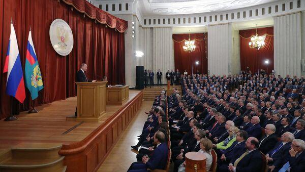 Президент РФ Владимир Путин выступает на совещании послов и постоянных представителей РФ. 19 июля 2018