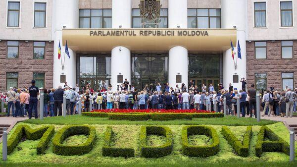 Акция протеста с требованием признать результаты выборов мэра Кишинева у здания парламента. 19 июля 2018