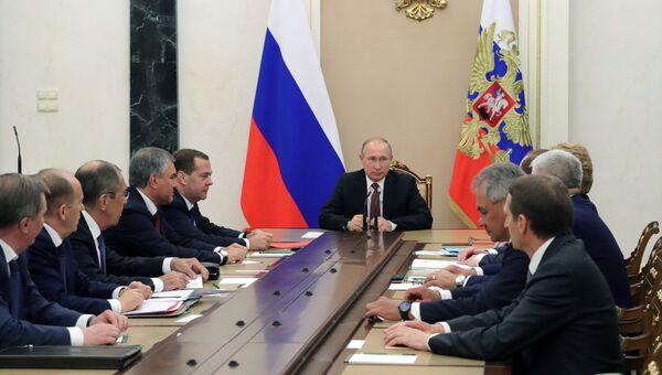 Президент РФ Владимир Путин проводит совещание с постоянными членами Совета безопасности РФ. 19 июля 2018