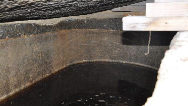 Вода во вскрытом черном саркофаге, найденном в Александрии. 19 июля 2018