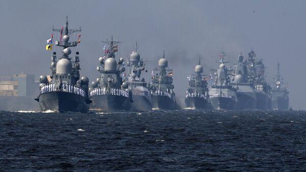 Корабли ВМФ РФ на первой сводной репетиции парада в честь Дня Военно-морского флота в Кронштадте. 22 июля 2018