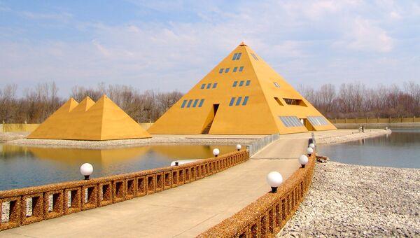 Отель-музей Золотая пирамида в городе Уодсворт, США