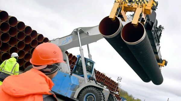 Трубы для строительства газопровода Северный поток 2 недалеко от порта Мукран, Германия