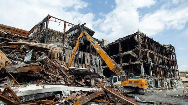 Демонтаж сгоревшего ТЦ Зимняя вишня. 27 июля 2018