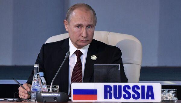 Президент РФ Владимир Путин во время встречи лидеров БРИКС на саммите в Йоханнесбурге. 27 июля 2018