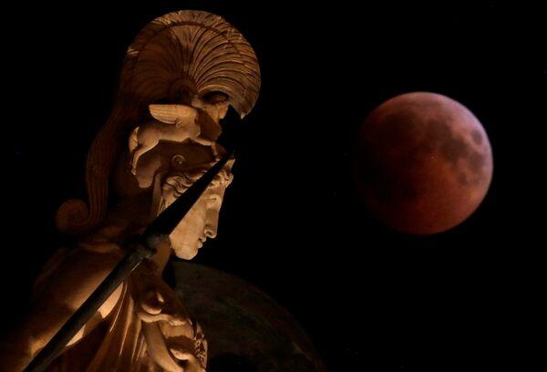 Лунное затмение в Греции. 27 июля 2018