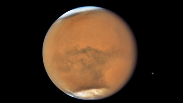 Марс снятый телескопом Хаббл. Архивное фото