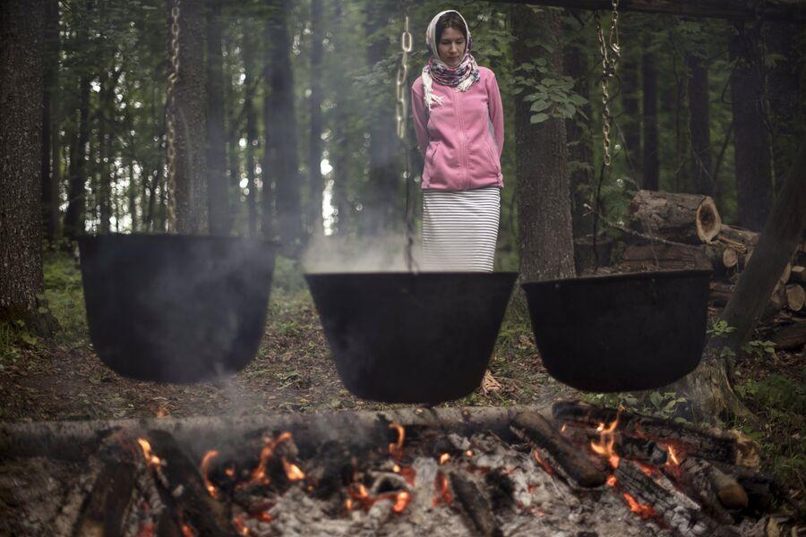 Котлы, где готовится ритуальная еда в честь праздника Сярем