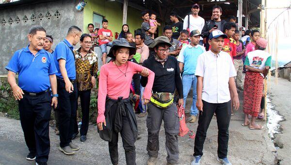 Эвакуация туристов с вулкана Ринджани в Индонезии. 31 июля 2018