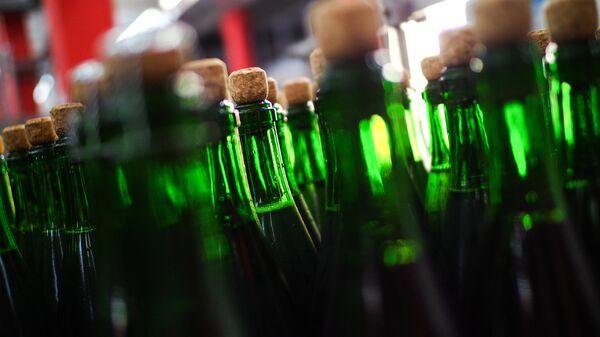 Цех розлива на московском заводе шампанских вин