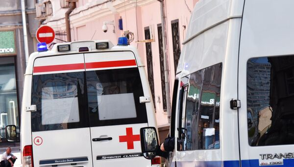 Автомобили скорой помощи и полиции. архивное фото