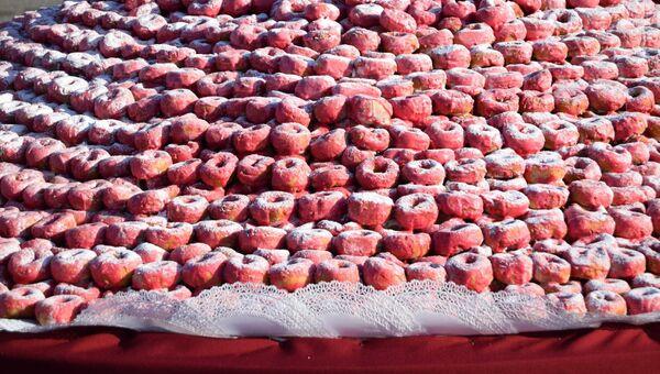 Кулинарная композиция из 22 тысяч 830 пончиков, изготовленная на Арт – фестивале в Осинниках