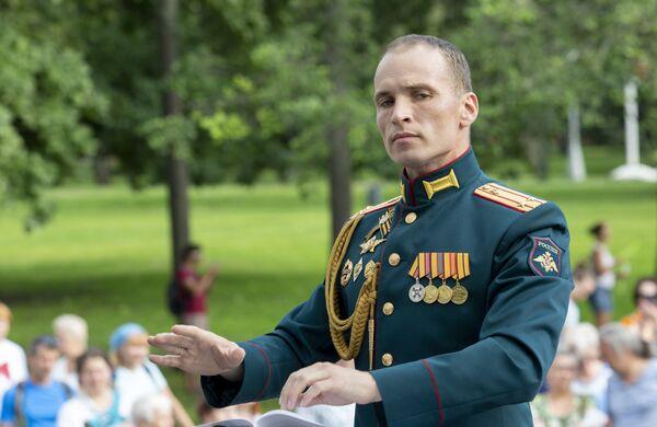 Программа Военные оркестры в парках — это уникальная возможность для многих москвичей и гостей столицы познакомиться с творчеством военных музыкантов