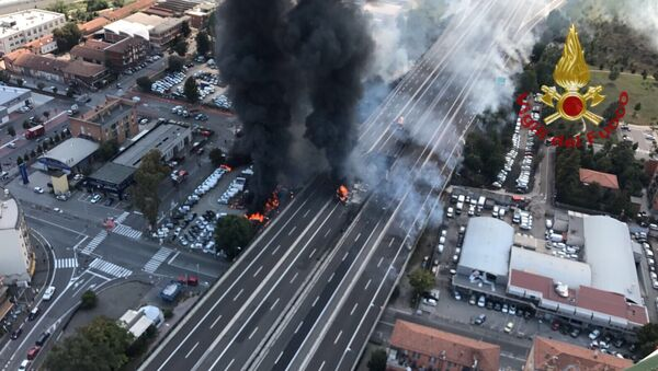 На месте взрыва бензовоза на автостраде близ города Борго Панигале, провинция Болонья. 6 августа 2018
