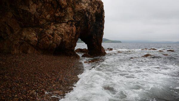 Скалы в бухте Слона на острове Путятина
