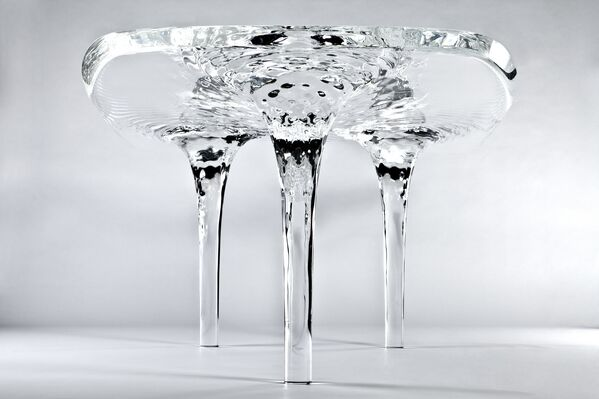 Стол от Захи Хадид
