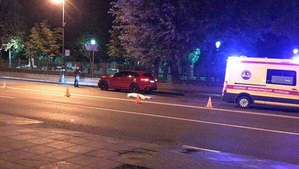 Автомобиль Porsche сбил пешехода в Санкт-Петербурге