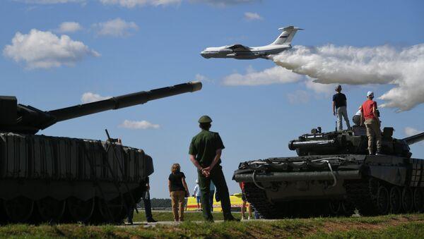 Самолет Ил-76МД перед началом третьего полуфинала международных соревнований Танковый биатлон-2018 в рамках Армейских международных игр на подмосковном полигоне Алабино. Архивное фото