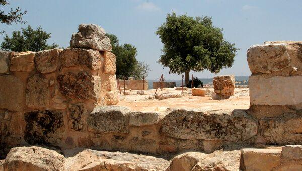 Развалины храма в Тель-Мар-Ильяс, где родился пророк Илия