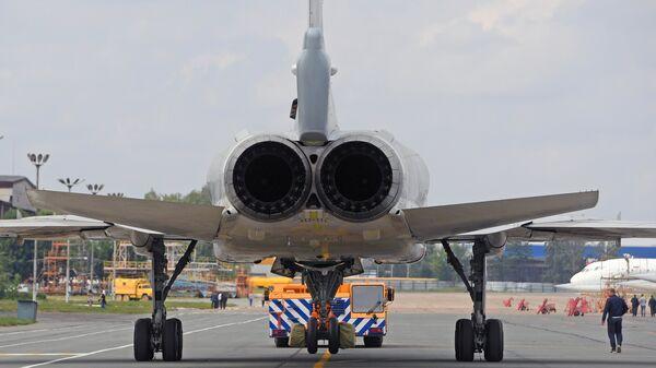 Выкатка для наземных и летных испытаний модернизированного бомбардировщика Ту-22М3М. Архивное фото