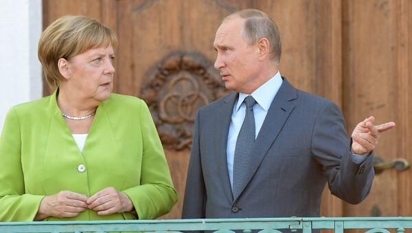 Президент РФ Владимир Путин и федеральный канцлер ФРГ Ангела Меркель во время встречи в резиденции правительства ФРГ Мезеберг. 18 августа 2018
