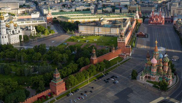 Московский Кремль и храм Василия Блаженного. Архивное фото