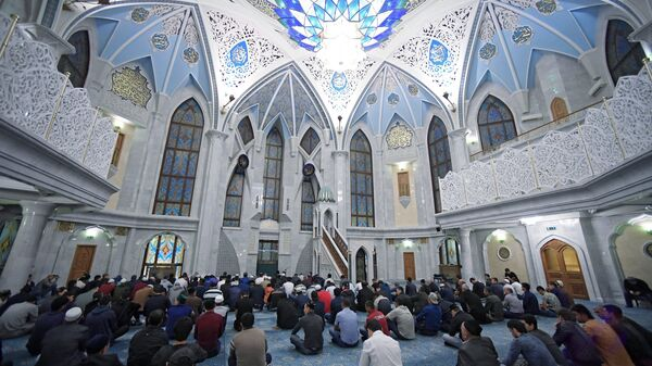 Верующие на намазе в праздник Курбан-Байрам мечети Кул-Шариф в Казани. 21 августа 2018