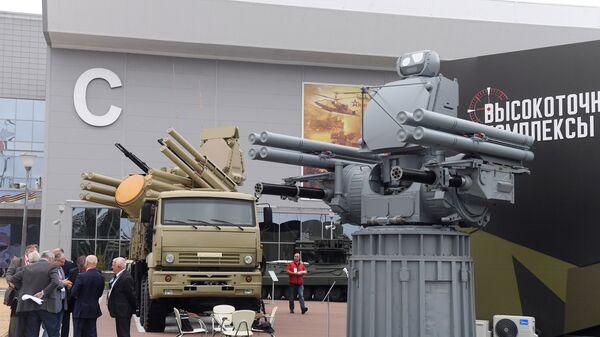 Зенитный ракетно-пушечный комплекс Панцирь-С1 и корабельный зенитный ракетно-артиллерийский комплекс Панцирь-МЕ на выставке Армия России – завтра. Архивное фото