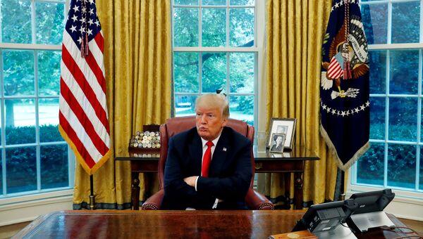 Дональд Трамп в Овальном кабинете Белого дома
