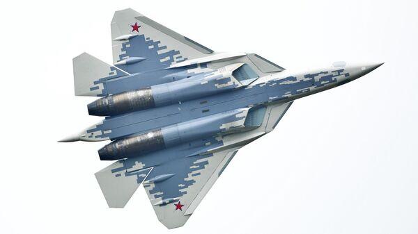 Многофункциональный истребитель Су-57 во время демонстрационных полетов в рамках Международного военно-технического форума Армия-2018