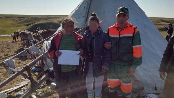В Тазовском районе ЯНАО следователи доставили в больницу 15-летнюю девочку, обнаруженную в тундре