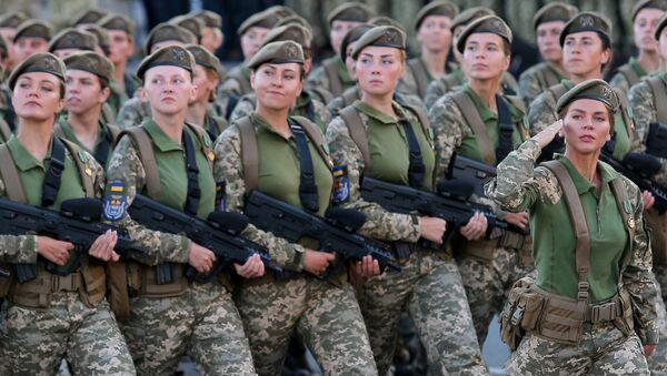 Военнослужащие на генеральной репетиции военного парада в честь 27-ой годовщины Независимости Украины в центре Киева