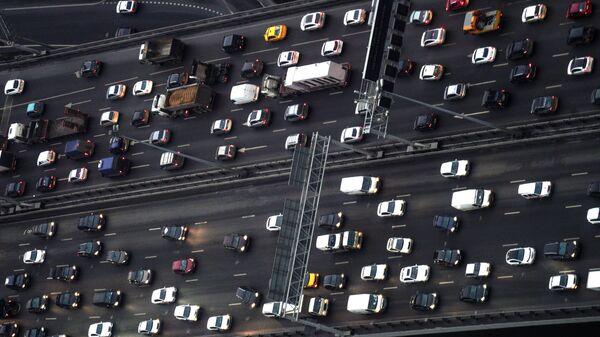 Автомобили на третьем транспортном кольце в Москве. Архивное фото