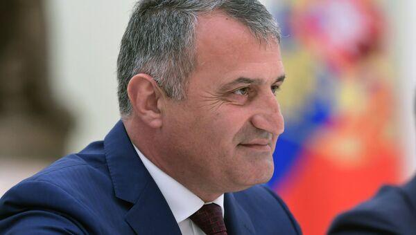 Президент Республики Южная Осетия Анатолий Бибилов. Архивное фото
