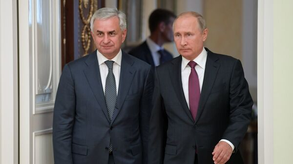Президент РФ Владимир Путин и президент Республики Абхазия Рауль Хаджимба во время встречи