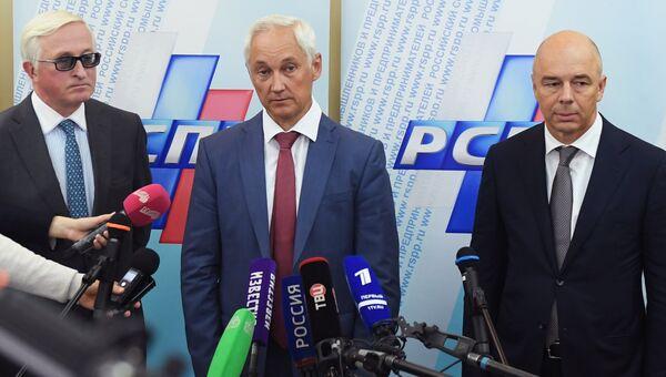 Александр Шохин, Андрей Белоусов и Антон Силуанов во время пресс-подхода по итогам совещания с представителями российского бизнеса