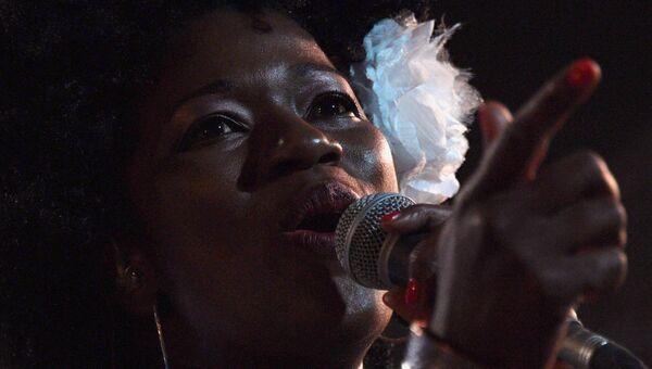 Участница британской группы Incognito во время выступления на 16-м международном музыкальном фестивале Koktebel Jazz Party
