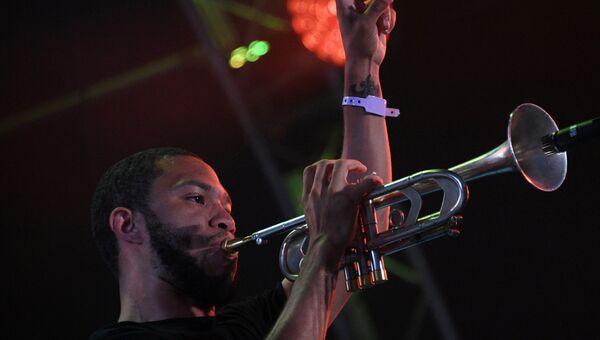 Музыкант Холл Гленн Патрик во время выступления на 16-м международном музыкальном фестивале Koktebel Jazz Party