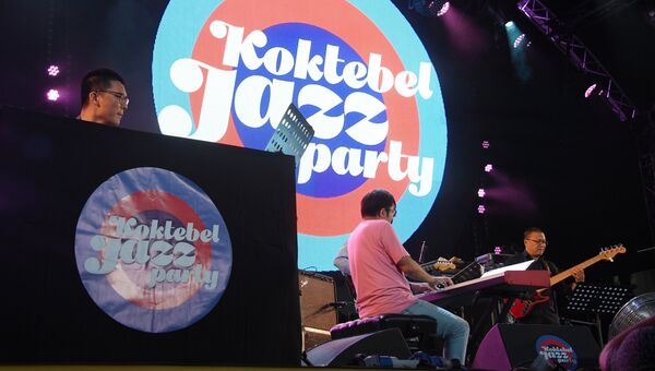 Участники китайской группы Sedar Band выступают на 16-м международном музыкальном фестивале Koktebel Jazz Party