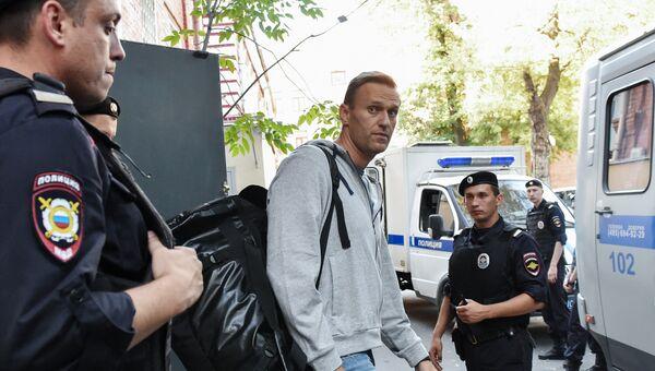 Оппозиционер Алексей Навальный после заседания Тверского суда города Москвы. 27 августа 2018
