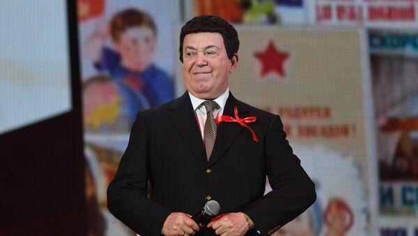Депутат Государственной Думы РФ, певец Иосиф Кобзон на торжественном вечере, посвященном 100-летию Великой Октябрьской социалистической революции